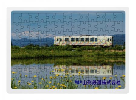 フラワー長井線ジグソーパズル「田んぼに映るフラワー車両」  104ピースイメージ